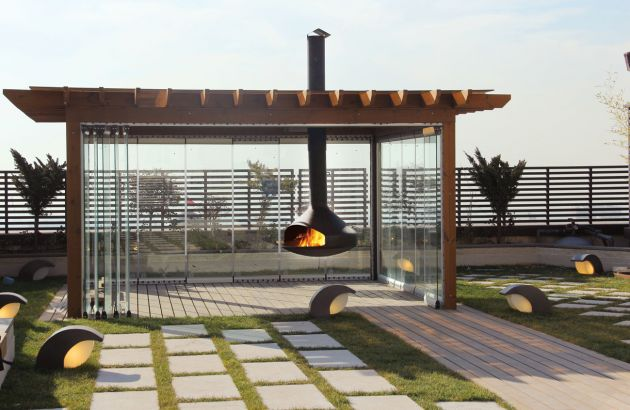 chimenea di diseño central de exterior Ergofocus